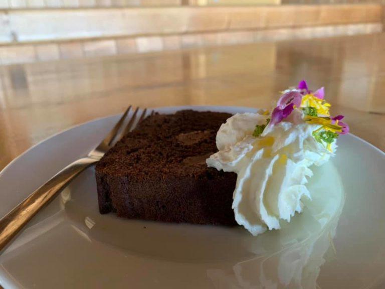 Sabines Mississippicake mit frischen Bergblüten
