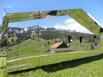 Das Spiegelhaus im Grünen