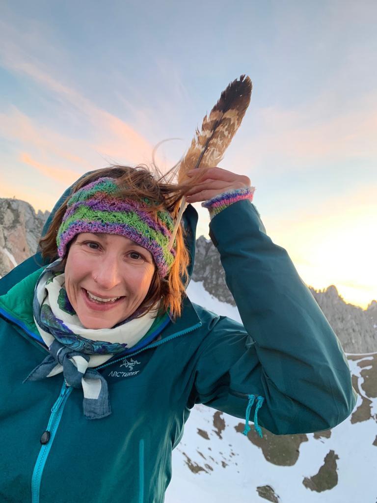 Die Steinadlerfeder, gefunden auf dem Gipfel des Amelier, Foto: Ruedi Hählen